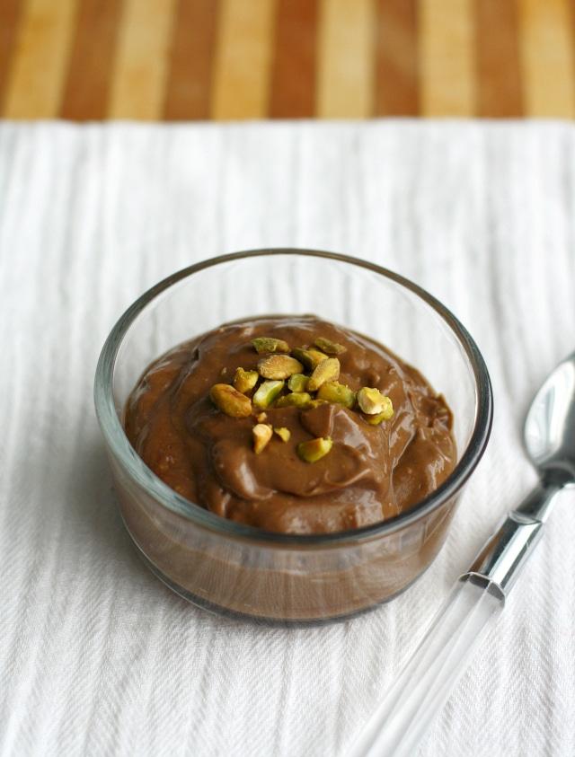 Paleo-and-vegan-chocolate-avocado-pudding