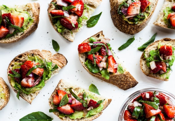 vegan strawberry-bruschetta