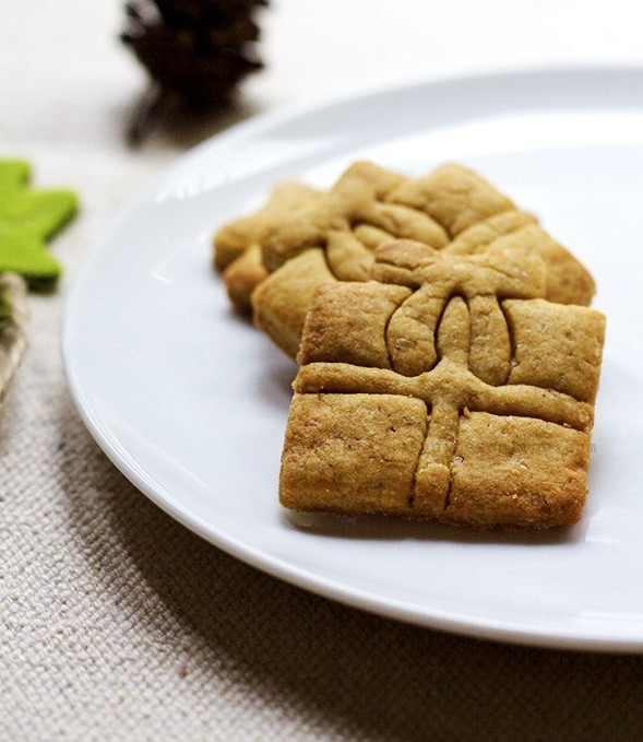 Coconut Scented Lemon Polenta Cookies