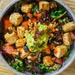 caramelized-red-onion-chili-tofu-salad
