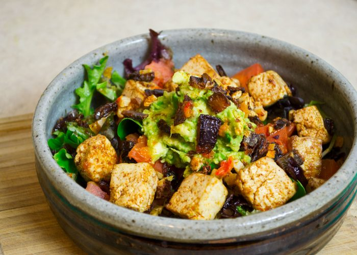 Caramelized Red Onion and Chili-Tofu Salad » Vegan Food Lover